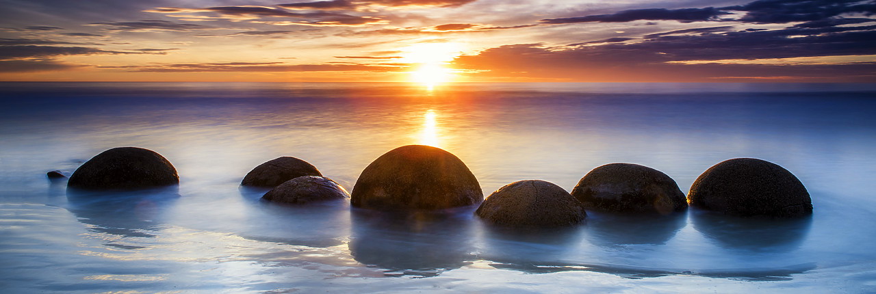 #160278-1 - Moeraki Boulders at Sunrise, Otago Coast, New Zealand