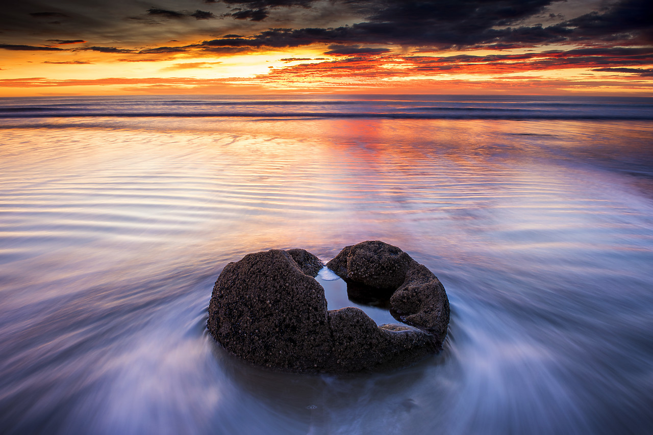 #160280-1 - Moeraki Boulders at Sunrise, Otago Coast, New Zealand