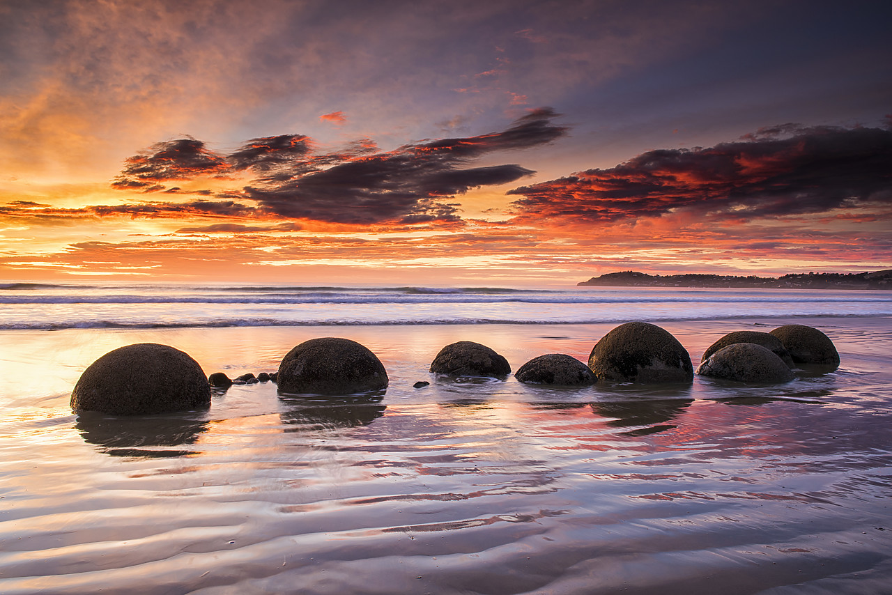 #160281-1 - Moeraki Boulders at Sunrise, Otago Coast, New Zealand